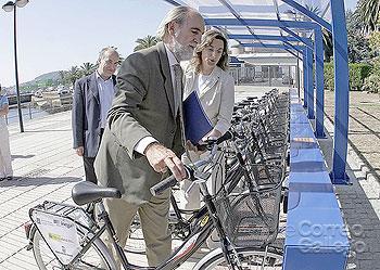 Vicente Irisarri, probando una bici en el puerto de Curuxeiras
